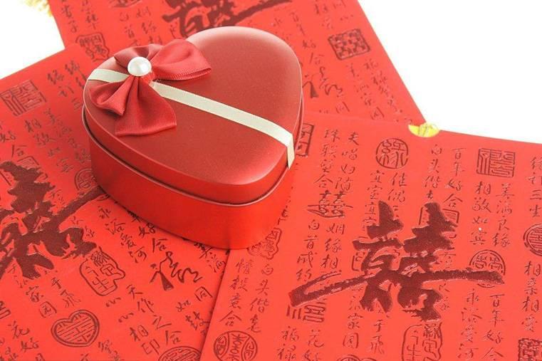视频生日手工礼物盒子,生日礼物盒子装饰手工制作过程